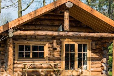 Natuurlijke houten rondstam hut - Ermelo - Dom
