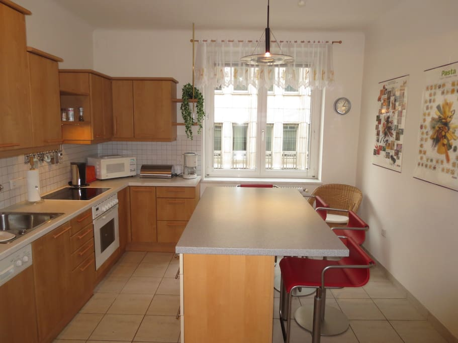 Bright and ample kitchen