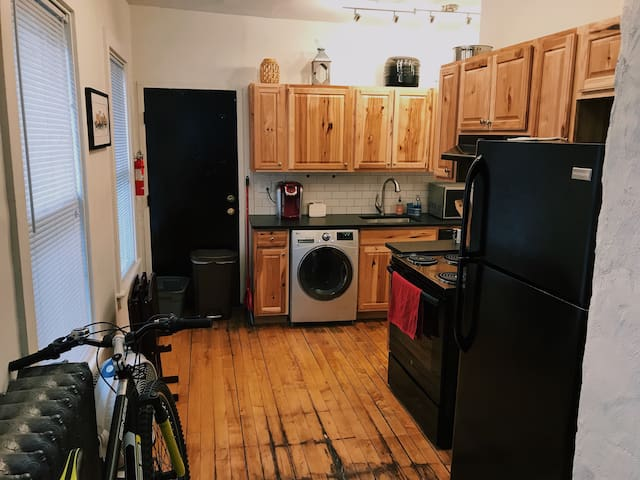 Beautiful Apartment w/ Ample Free Street Parking!