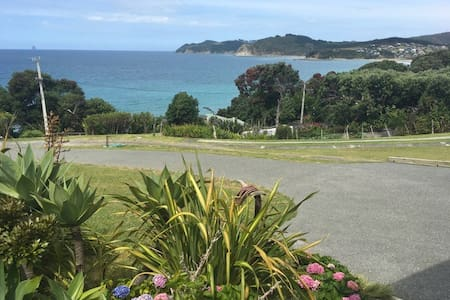 100m from the beach, superb views over Bream Bay. - Langs Beach - Wohnung