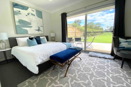 Hunter Valley Golf & Wine Stay- 1 room own entry