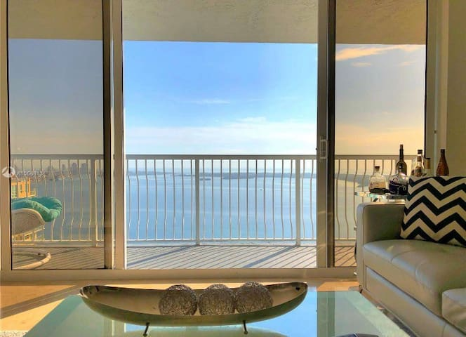 Stunning High Rise 2BR Condo Brickell ! WaterView!
