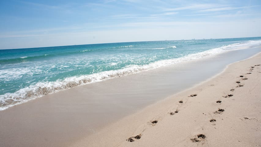 Beach Pad Near Restaurants, WaterSports & Bars!