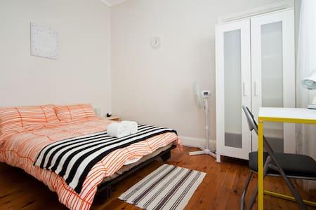 Bright Room - 20mins to Sydney City Centre - Canterbury