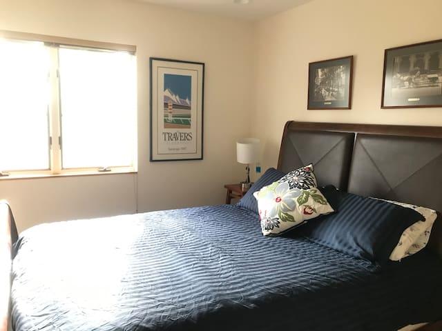 Lovely Setauket Rooms- Queen