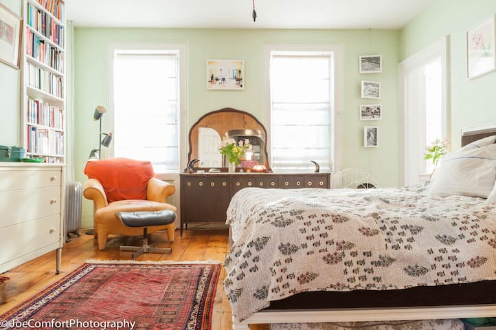 An airy, comfy, bookish refuge! - Brooklyn - Apartment