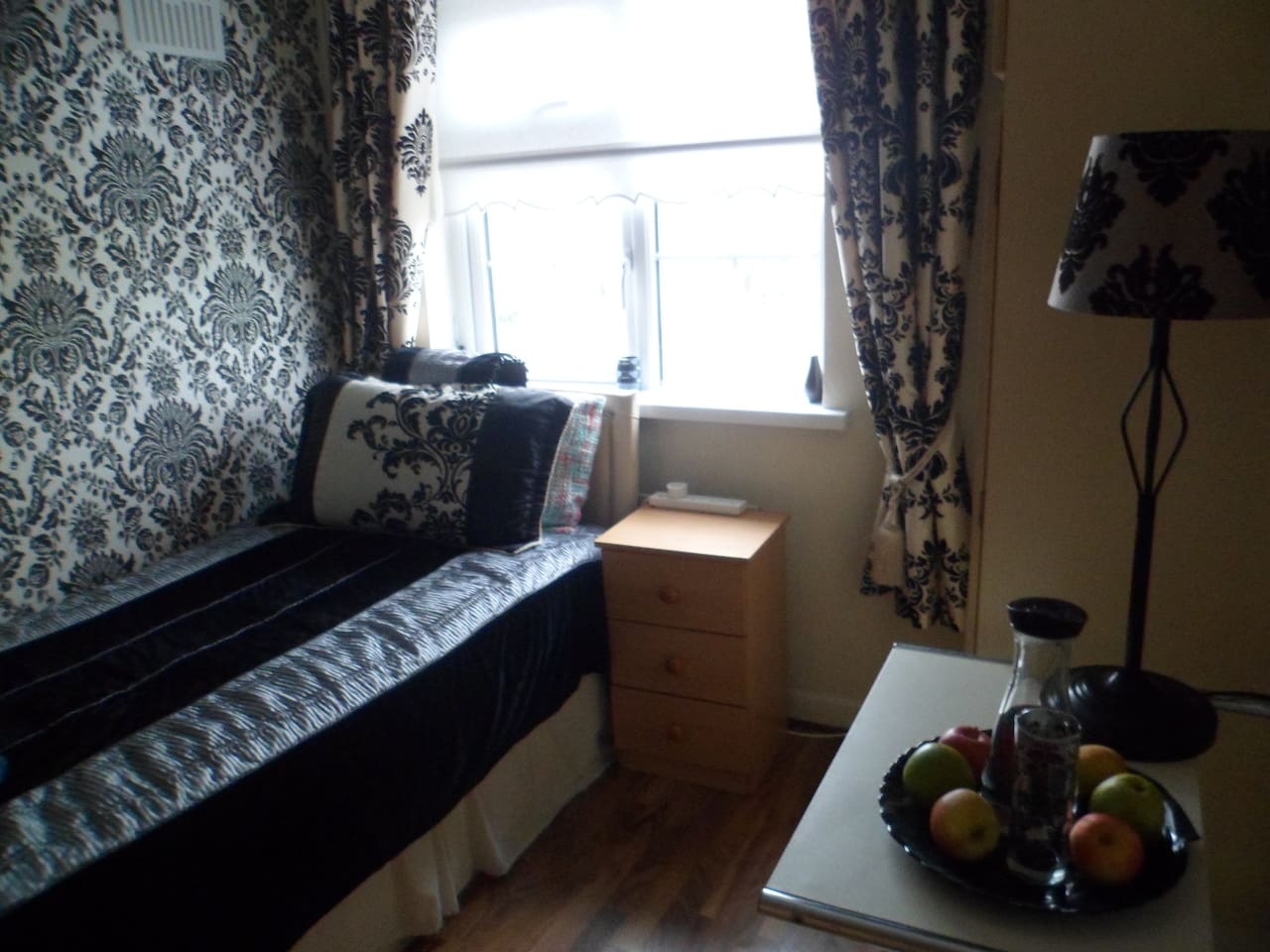 Single Room with Pleanty of Storage
