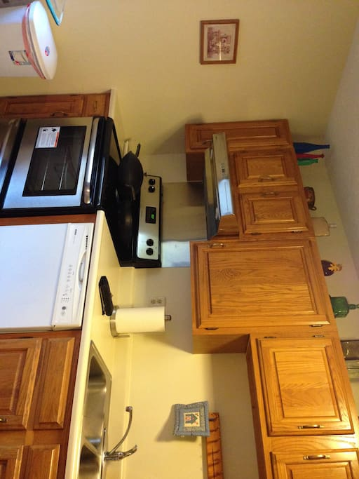 Kitchen, furnished on arrival with staples.