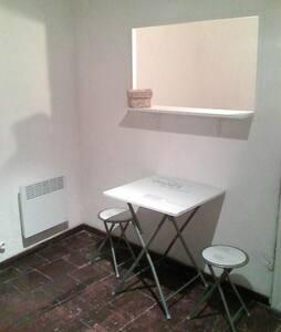 Studio cosy dans le centre historique de Narbonne - Narbonne - Apartment