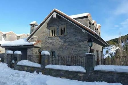 Beautiful B&B in Aragonese Pyrenees - Jaca - Bed & Breakfast
