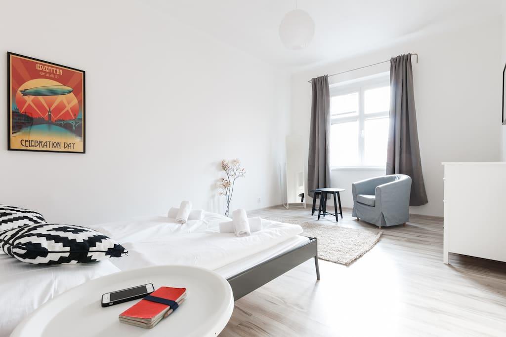 super bright apt for 4 free netflix apartments for. Black Bedroom Furniture Sets. Home Design Ideas