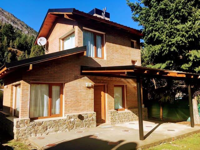 Casa del Pino cerca Parque Nacional Lago Puelo.