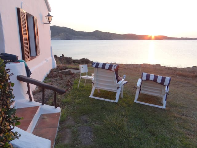 Terraza, jardin y vistas al mar + puesta de sol