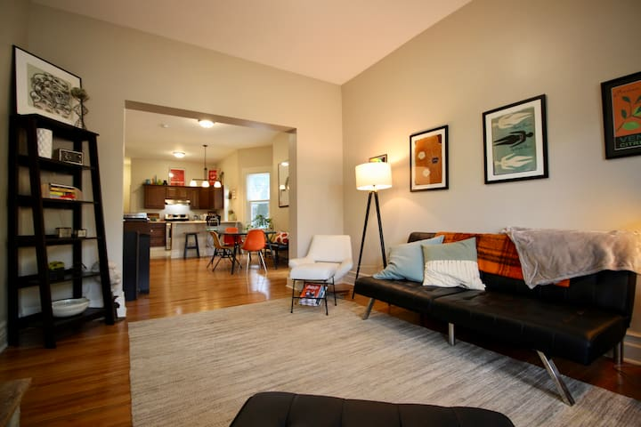 Bright&Spacious in West Side/Elmwood Village