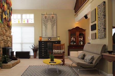Castleton - Private Room - Indianapolis