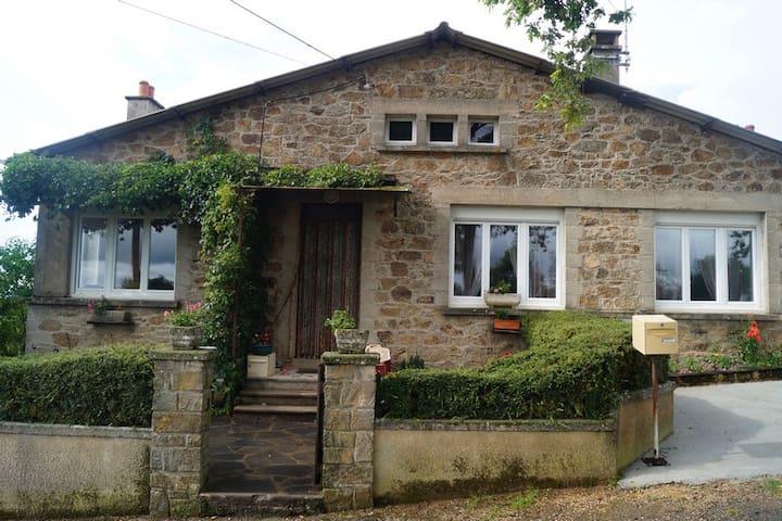 Charmante Maison dans l'Aveyron  - Auriac-Lagast - Huis