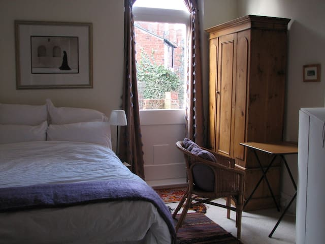 Charming room in Jesmond House