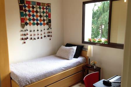 Sunny apartment in Vila Mariana
