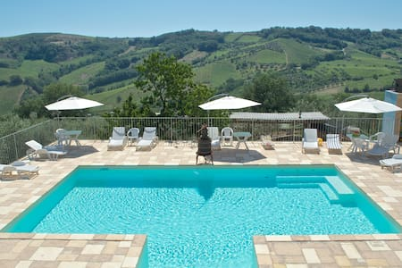 Farm House in the hills of Abruzzo - Miglianico - Bed & Breakfast