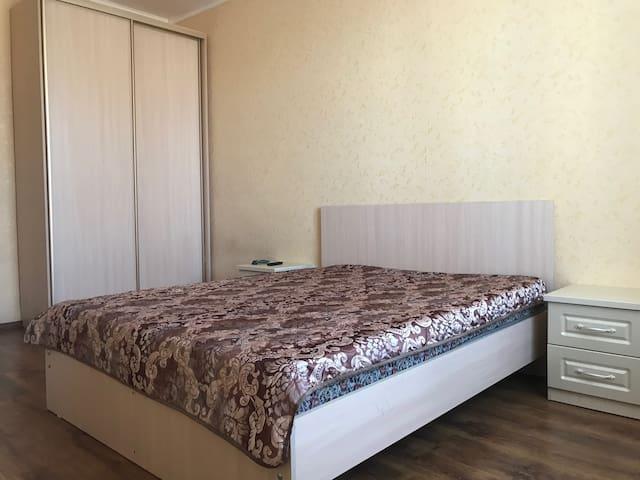 """Апартаменты """"Две Подушки"""" на Мухина 15"""