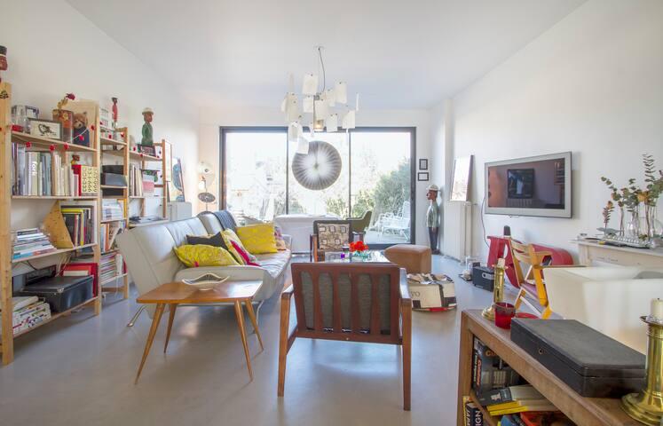 bordeaux jolie maison contemporaine maisons louer b gles aquitaine france. Black Bedroom Furniture Sets. Home Design Ideas
