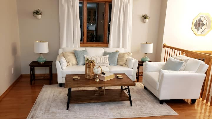 Clean, comfortable, stylish home minutes from Mayo