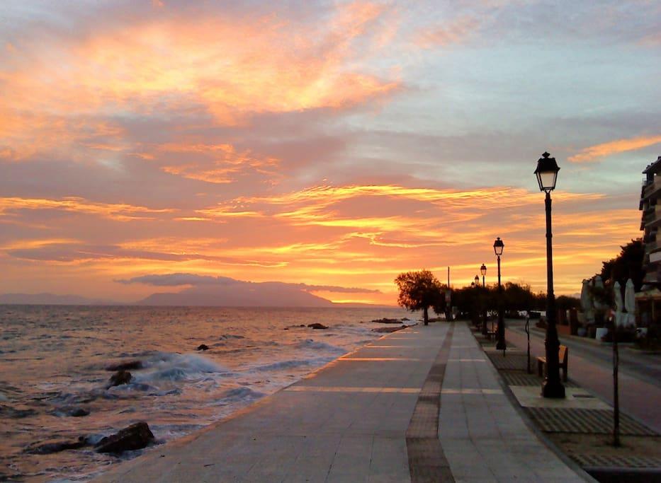 Τhe promenade, 1 min from the apt