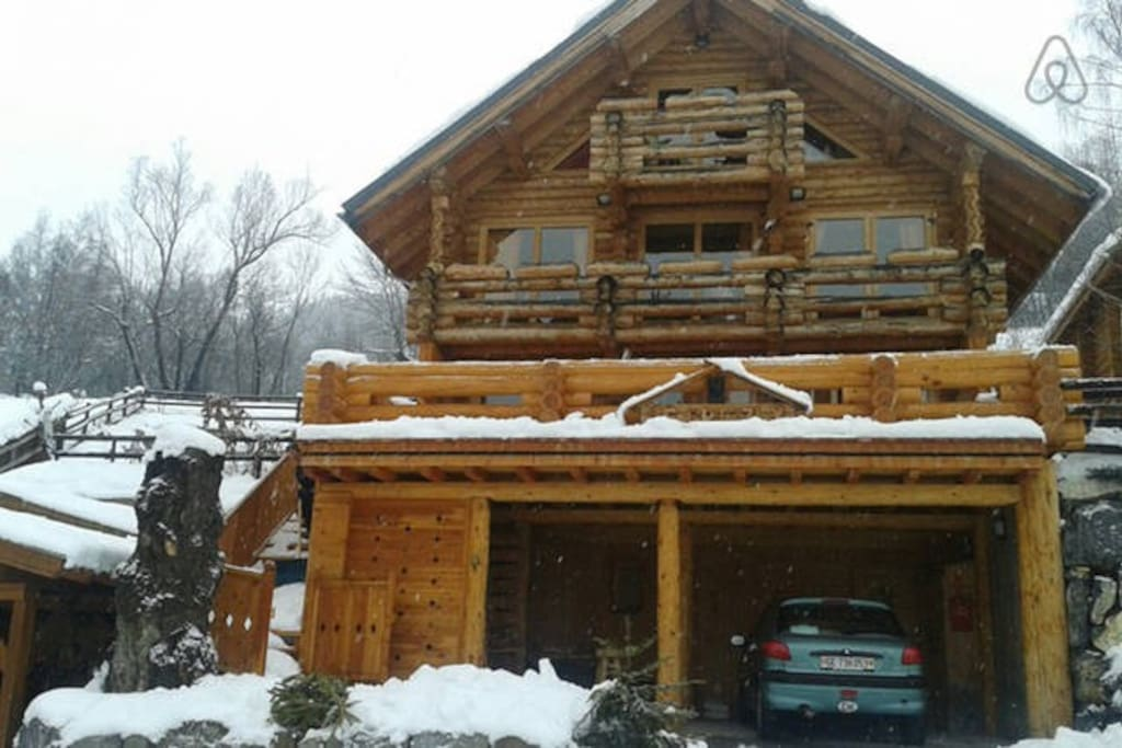 beautiful hand craft log chalet 500m from the village and first ski lift