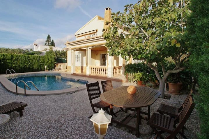 Villa with pool and barbecue - Badia Gran - Huis