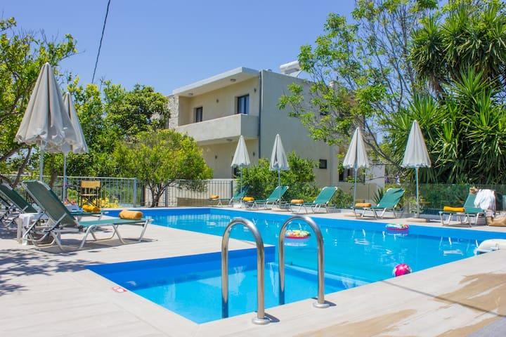 New 10 bedroom complex, with private pool, BBQ!