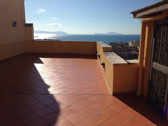 """""""AZZURRA"""" Centrale, accogliente e panoramica - Naples - Maison"""