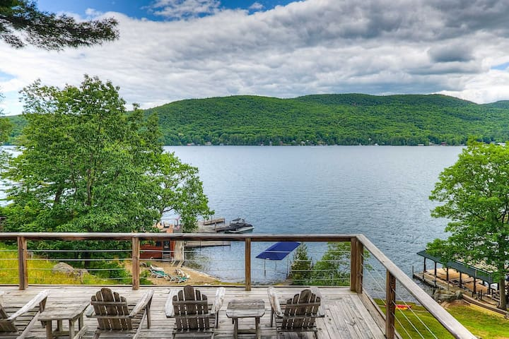 NEW! Waterfront Lake George Retreat: Walk to Water