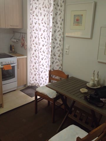 Cozy flat in the center of Erythrea - Nea Erythraia - Appartement