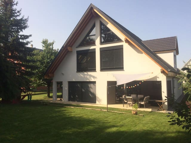 Grande maison lumineuse et spacieuse