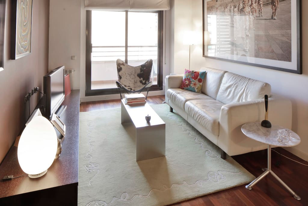 City Center, SUITE IN A DESIGN APARTMENT 5 min. walking to Plaza Cataluña