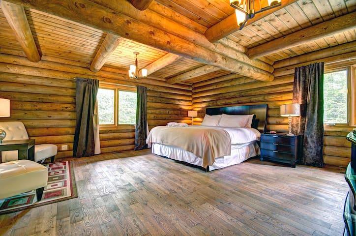 5 bed, 3 bath, Hot Tub nr Tremblant - Mont-Tremblant