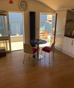 Secluded Flat with balcony  TOWN CENTRE WEYMOUTH