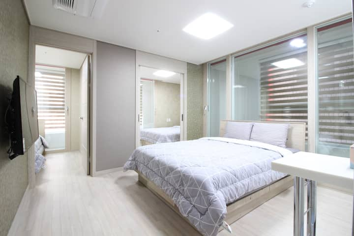 G1[DFS 100m Airport 2.4km] 3 Queen Beds Residence