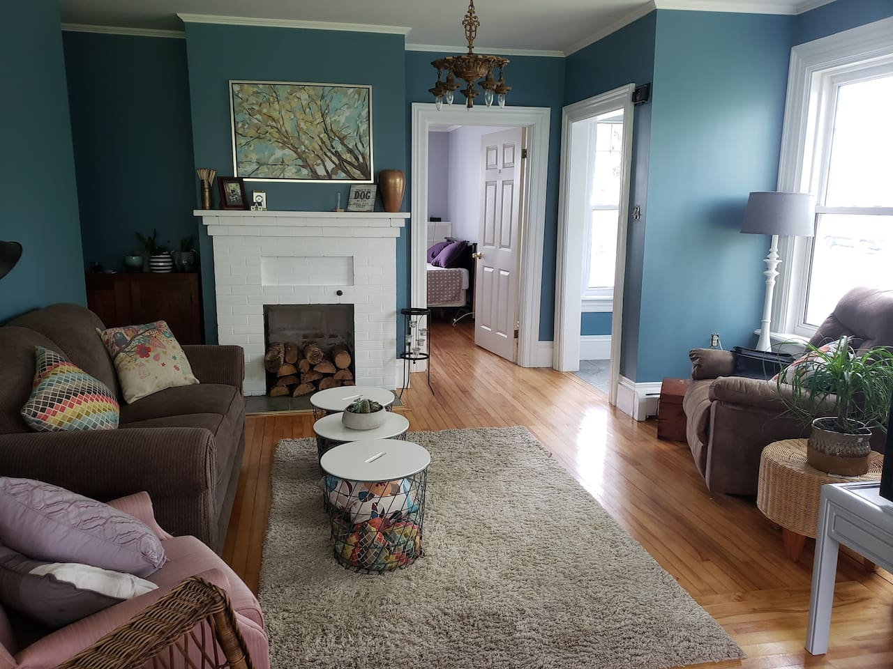 Formal living room/Guest sitting space