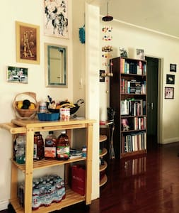 Cozy room with one queen-size bed in L.A. - Alhambra - Departamento