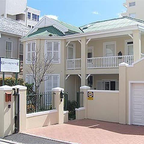 Craigrownie Sea facing Bantry Bay suites *****