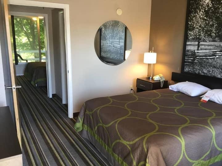 Competative Quadruple Two Double Beds At Sevierville