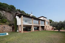 Big house with sea views only 20 min to Barcelona and 2 km to the breach