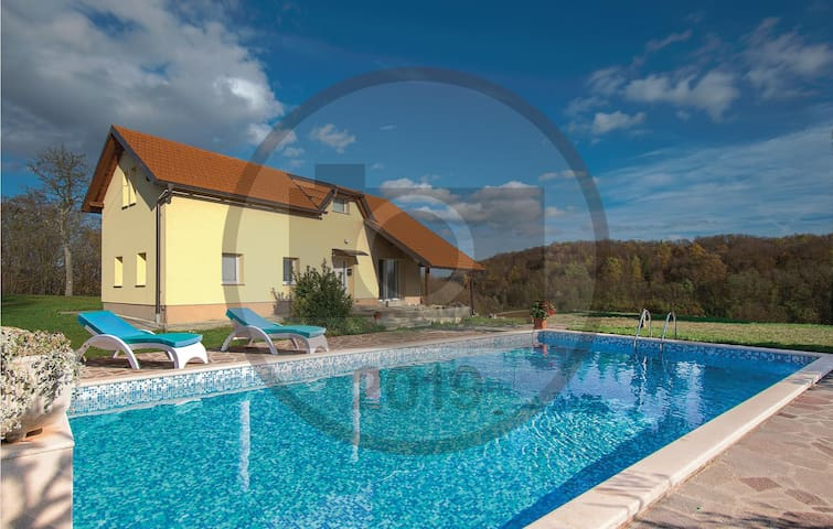 Holiday cottage with 4 bedrooms on 96m² in Pregrada