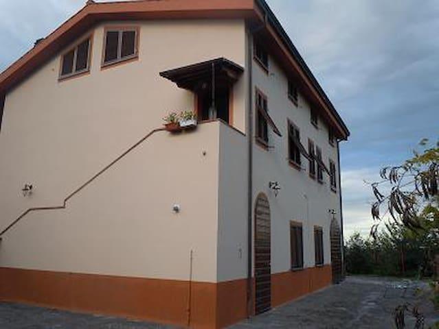 Per vacanze-relax e per visitare le città Toscane - Terricciola - Casa