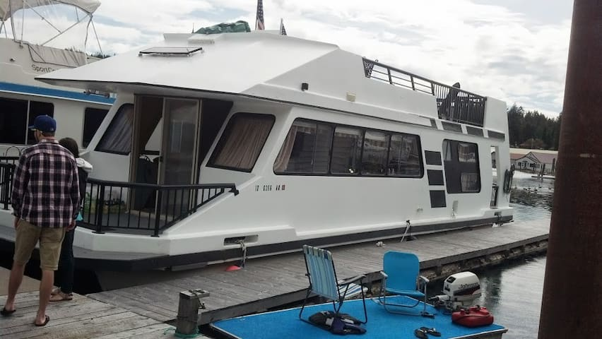 Double Decker Houseboat w/ wifi - Bayview - Vene