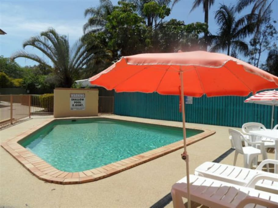 Spacious two bedroom apartment apartments for rent in for Pool show on foxtel
