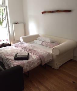 room with balcony in lovely Winterhude - Hamburg - Apartment