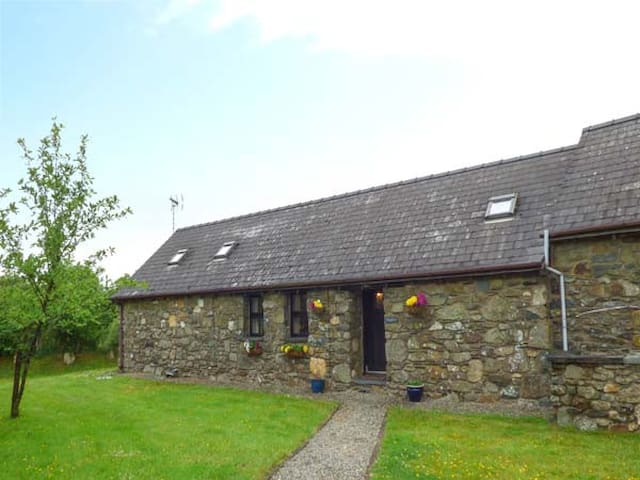 FOXGLOVE, family friendly in Newport, Pembrokeshire, Ref 26360