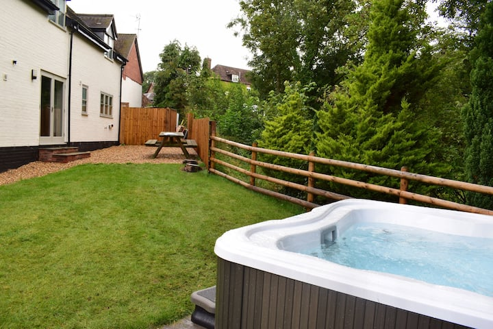 Lovely Shropshire cottage with private hot tub